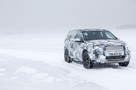 Внедорожник Land Rover Discovery Sport покажут в начале осени