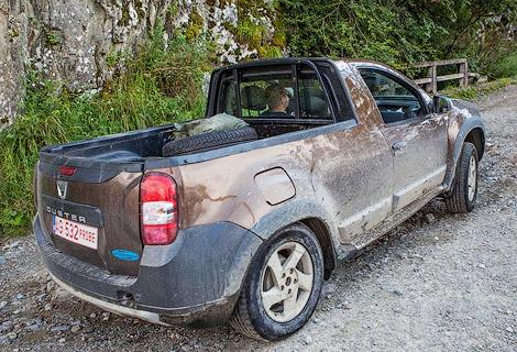 В Сети появились фотографии двухдверного пикапа на базе Dacia Duster. Фото 1