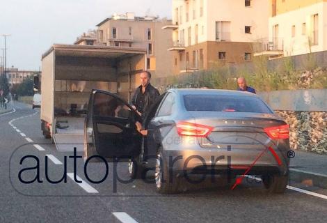 В Сети появились фотографии прототипа Lada Vesta