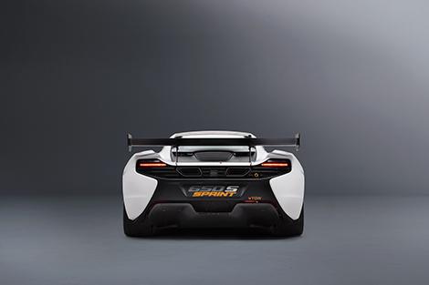 Купе McLaren 650S Sprint получило улучшенную аэродинамику и перенастроенную электронику. Фото 4