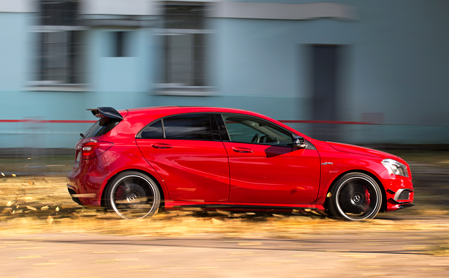 """Что взять: полноприводный хот-хэтч Mercedes A 45 AMG или """"заряженный"""" кроссовер Audi RS Q3?. Фото 3"""