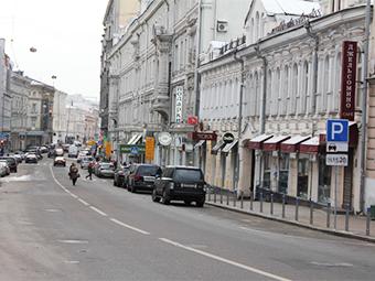 В новой зоне платной парковки Москвы создадут 138 бесплатных мест