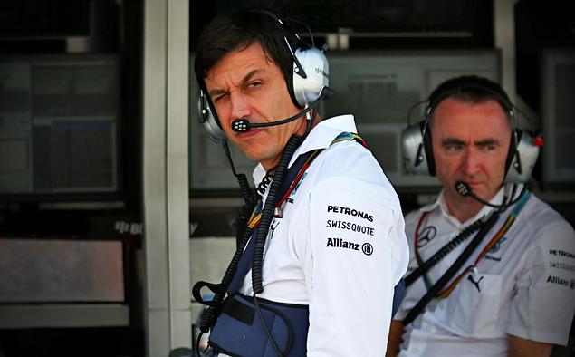 Борьба напарников по Mercedes AMG на Гран-при Бельгии переросла в битву. Фото 1
