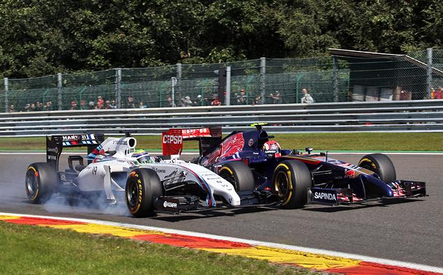 Борьба напарников по Mercedes AMG на Гран-при Бельгии переросла в битву. Фото 5
