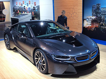 В BMW назвали рублевую цену спортгибрида i8