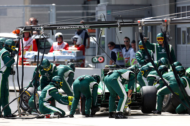 Кто управляет болидами Формулы-1 вместе с гонщиками. Фото 10