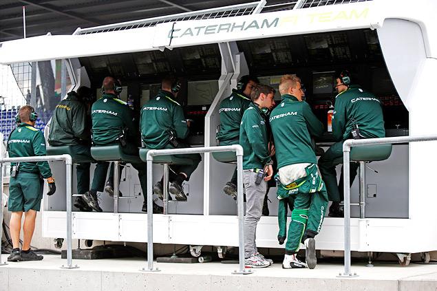 Кто управляет болидами Формулы-1 вместе с гонщиками. Фото 15