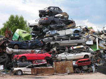 Власти отложили возобновление программы утилизации автохлама