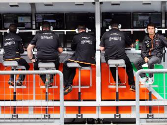 FIA ограничила радиопереговоры команд Формулы-1