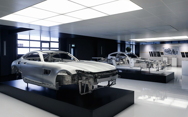 Все подробности об идеологически верном суперкаре Mercedes-Benz. Фото 1