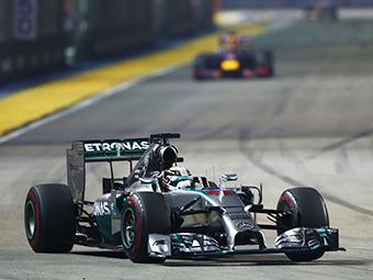 Хэмилтон опередил Росберга в личном зачете Формулы-1