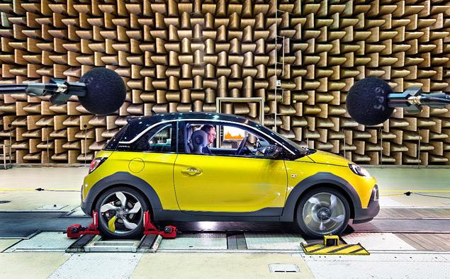 Тест-драйв Opel Adam Rocks, или как кабриолет с кроссовером одну машину не поделили. Фото 4