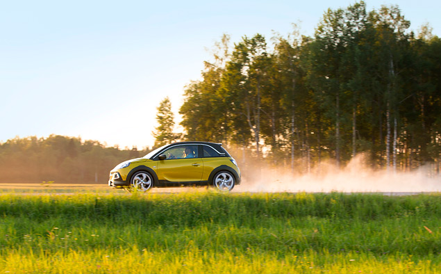 Тест-драйв Opel Adam Rocks, или как кабриолет с кроссовером одну машину не поделили. Фото 5