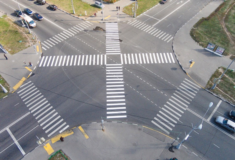 Пешеходам разрешили пересекать 10 столичных перекрестков по диагонали