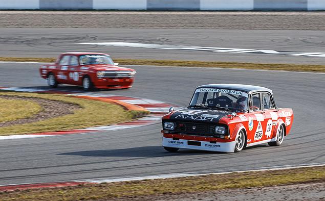Чем живут владельцы классических автомобилей, приехавшие на гонку Moscow Classic Grand Prix. Фото 38