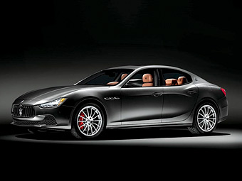 Maserati Ghibli превратили в подарок к Рождеству