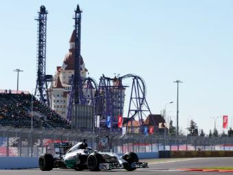 Льюис Хэмилтон выиграл квалификацию Гран-при России