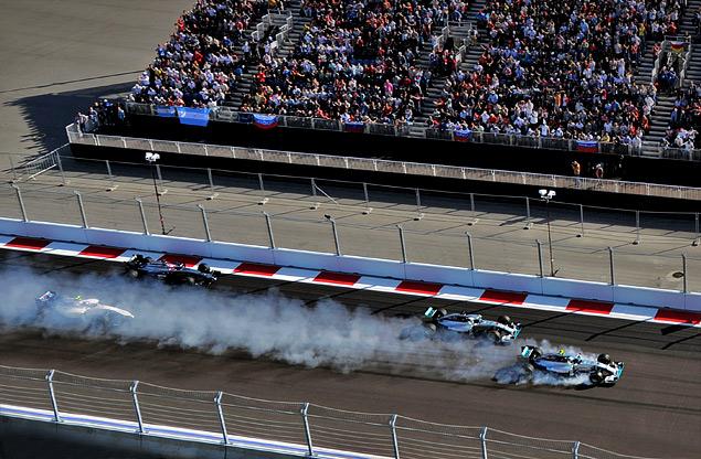 Льюис Хэмилтон выиграл первый в истории Гран-при России. Фото 4
