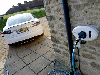 Владельцы Tesla Model S поделятся друг с другом электричеством