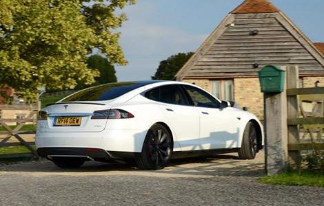 """В Великобритании создали бесплатную сеть """"заправок"""" для электрокаров Tesla. Фото 2"""