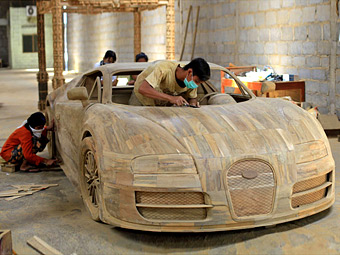 Индонезийцы создали деревянный «Вейрон» в натуральную величину