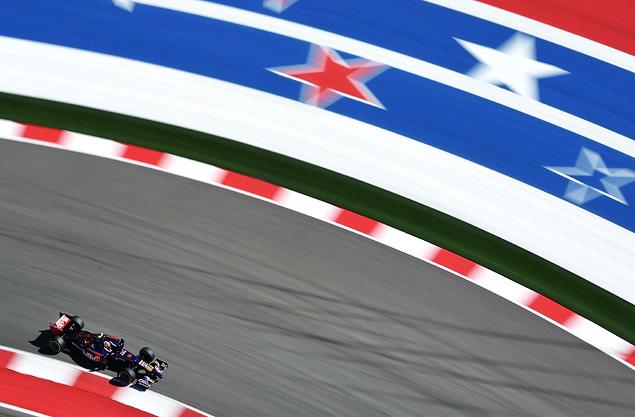 Льюис Хэмилтон выиграл пятую гонку Формулы-1 подряд. Фото 5