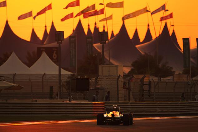 Росберг перед финальной гонкой Формулы-1 сократил отставание от Хэмилтона. Фото 17