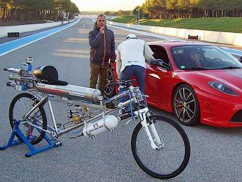 Швейцарец на велосипеде разогнался до 333 километров в час