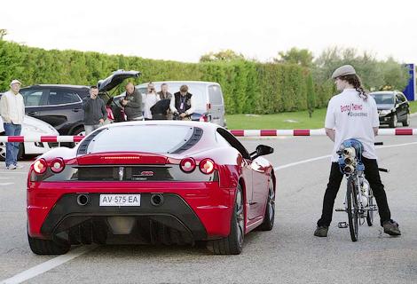 Реактивный велосипед победил в дрэг-рейсинге Ferrari F430 Scuderia