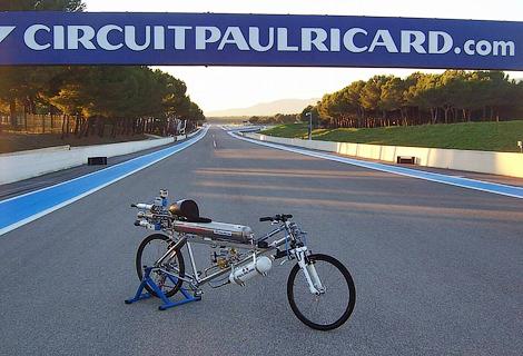 Реактивный велосипед победил в дрэг-рейсинге Ferrari F430 Scuderia. Фото 1