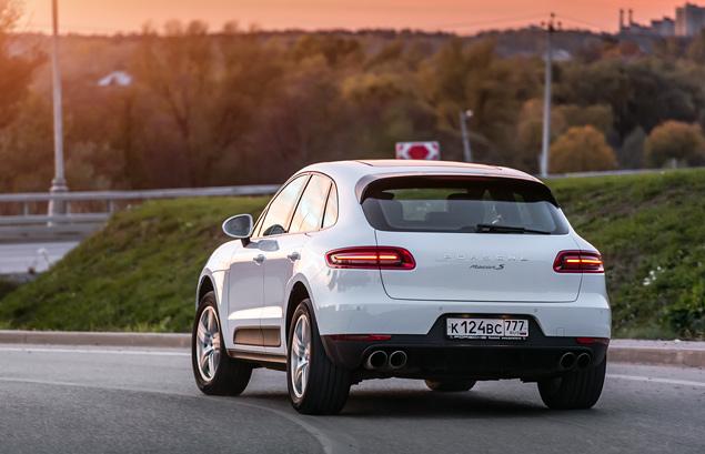 Бензиновый суперкроссовер Porsche против супердизеля BMW. Фото 4