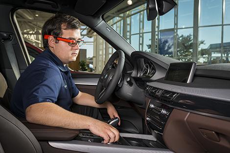 Компания BMW нашла новый способ связи инженеров с испытателями