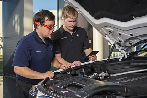 Компания BMW нашла новый способ связи инженеров с испытателями. Фото 1