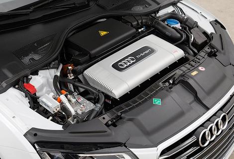 Компания Audi представила в Лос-Анджелесе A7 с двумя электромоторами. Фото 1