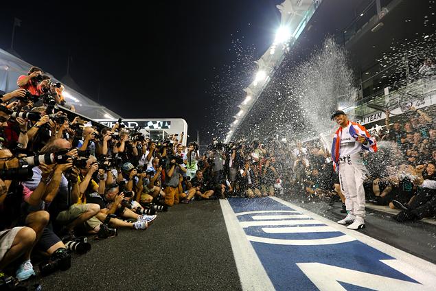 Льюис Хэмилтон выиграл в Абу-Даби и стал новым чемпионом Формулы-1. Фото 2