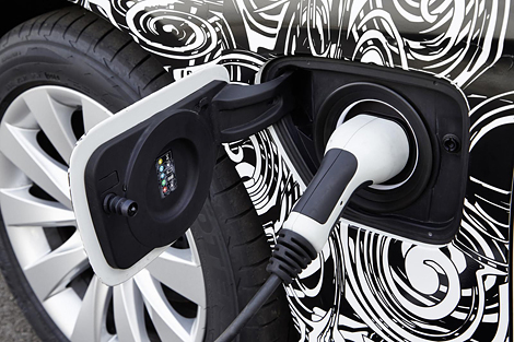 BMW представила прототип 3-Series с возможностью зарядки от розетки. Фото 2