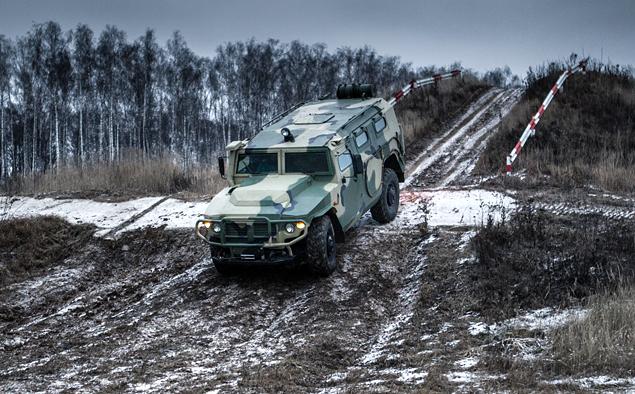 ГАЗ «Тигр» против Infiniti QX80. Фото 4