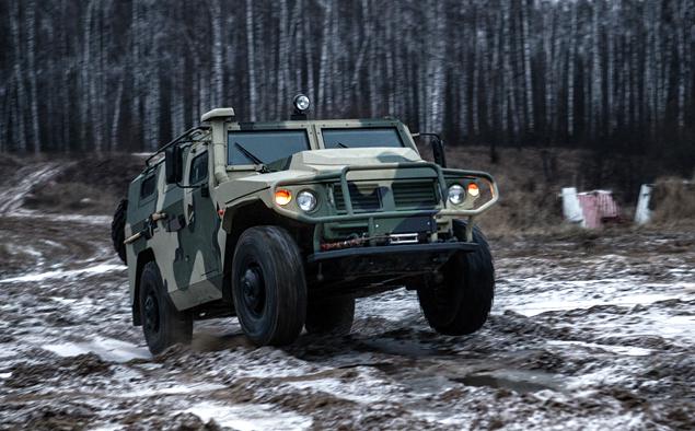ГАЗ «Тигр» против Infiniti QX80. Фото 5
