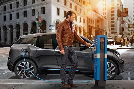 В США компания BMW решила конкурировать с зарядочными станциями Tesla