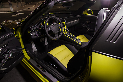 Спорткар получил эксклюзивный цвет и аэродинамический обвес. Фото 1
