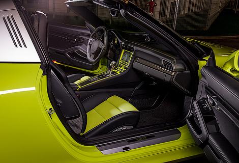 Спорткар получил эксклюзивный цвет и аэродинамический обвес. Фото 3