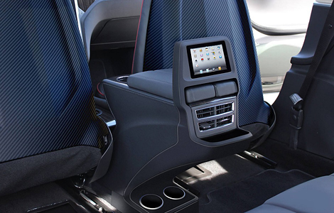 Ателье RevoZport установило в электрокар iPad mini. Фото 1