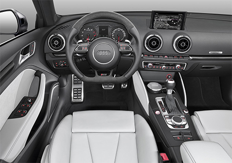 Хэтчбек Audi RS3 оказался на семь лошадиных сил мощнее хот-хэтча Mercedes-Benz. Фото 2