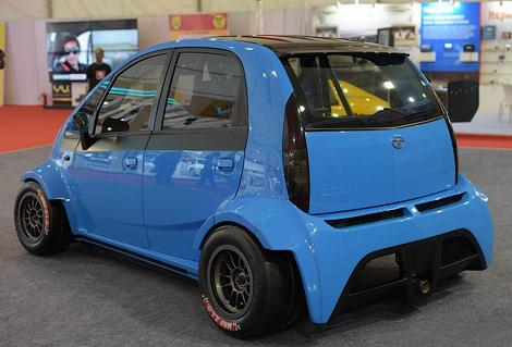 Самую дешевую машину в мире научили разгоняться до 190 километров в час