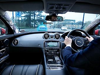 Jaguar Land Rover научился делать стойки кузова прозрачными