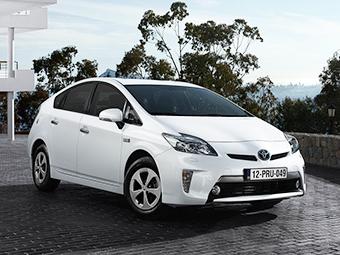 Выход нового гибрида Toyota Prius задержали из-за плохого дизайна