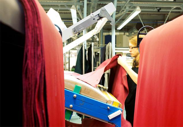 Мыпосмотрели, как собирают «Роллс-Ройсы» назаводе вГудвуде. Фото 10