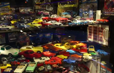 Фанат масл-кара Ford разместил машины в своем гараже. Фото 1