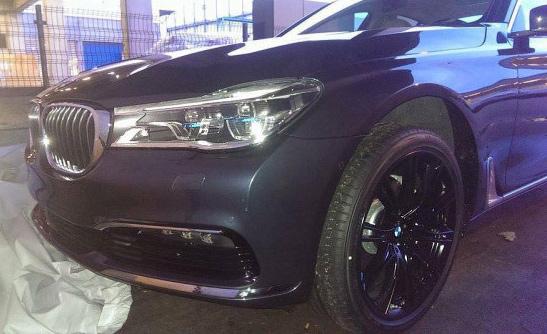 Флагманский седан BMW получит сдержанный дизайн и лазерные фары. Фото 1