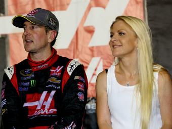 Гонщик NASCAR обвинил бывшую подругу в наемных убийствах
